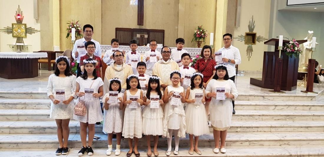 Penerimaan Sakramen Ekaristi / Komuni Pertama Gereja St. Yakobus Kelapa Gading